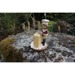 110062  FIGURINE  TROLL FROMAGER  AVEC FROMAGE PIXIE ELFE PIXIES